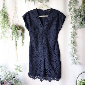 Banana Republic Blue lace overlay vneck dress 0129